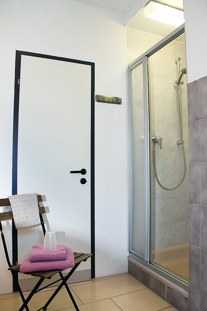 Single rooms shared bathroom hotel klenkes for Y hotel shared bathroom